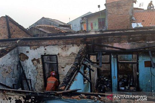 Puluhan warga di Klender kehilangan tempat tinggal akibat kebakaran