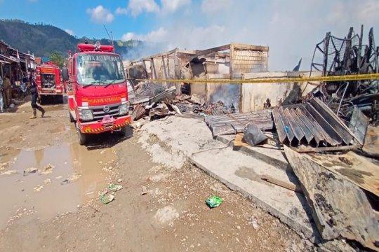 Penyebab terbakarnya Pasar Youtefa diduga akibat arus pendek listrik