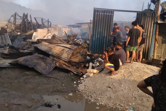 Ratusan kios pedagang di Pasar Youtefa Abepura ludes terbakar
