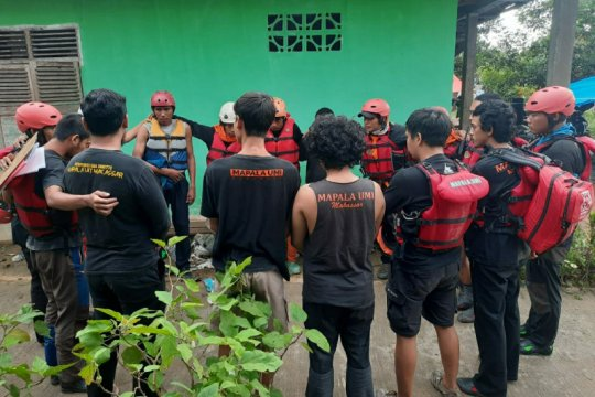 Mapala UMI dan PMI PNUP Makassar kirim relawan ke Luwu Utara