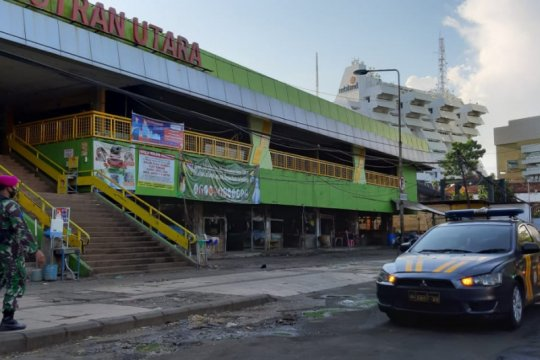 Ratusan petugas dikerahkan sterilisasi Pasar Keputran Surabaya