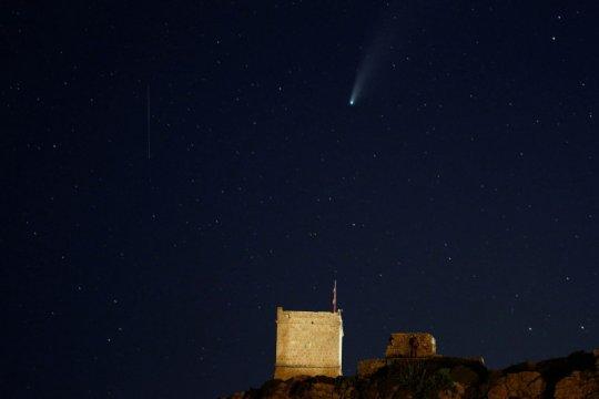 Lapan: Dentuman di langit Bali diduga dari meteor jatuh
