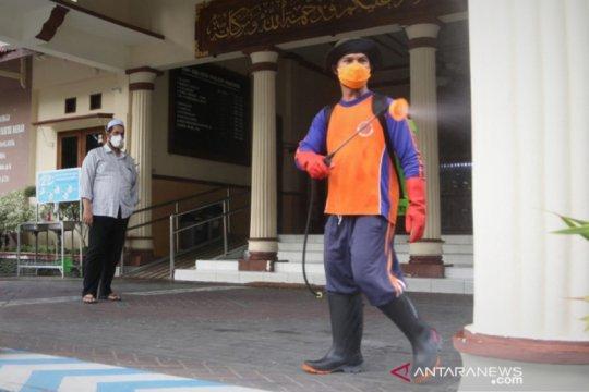 Anggota-pegawai positif, DPRD Probolinggo-Jatim disemprot disinfektan