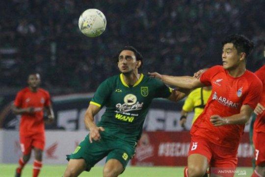 Mahmoud Eid tunggu instruksi manajemen kembali ke Surabaya