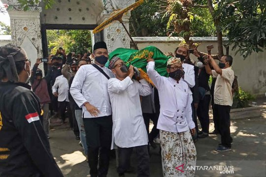 Jenazah Sultan Sepuh Cirebon tiba di rumah duka