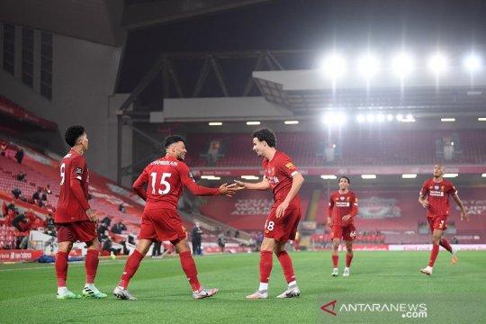 Liverpool tandai penyerahan trofi dengan tundukkan Chelsea 5-3