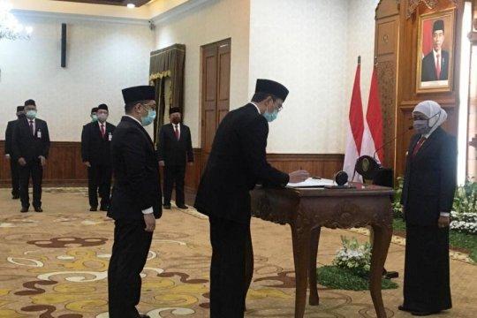 Gubernur Jatim lantik Busrul Iman sebagai Dirut Bank Jatim