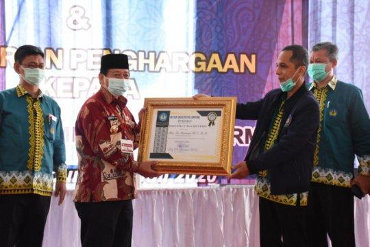 Wali Kota Bandarlampung dapat penghargaan dari Unila