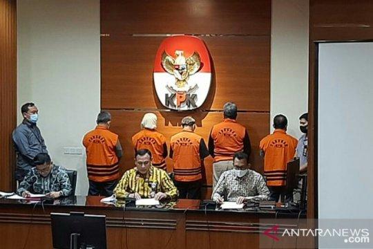 KPK menahan lima tersangka kasus korupsi proyek fiktif