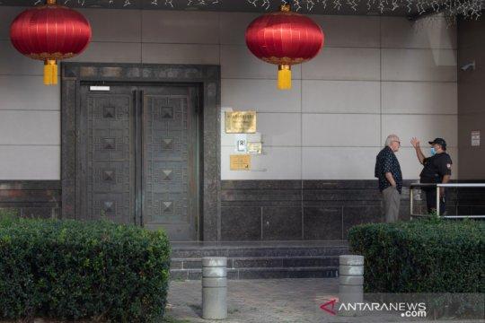 Sekelompok orang buka paksa pintu gedung konsulat China di Houston