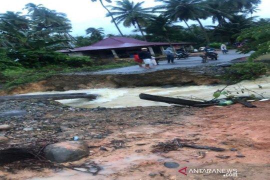 Tiga jembatan di Mandailing Natal rusak diterjang banjir
