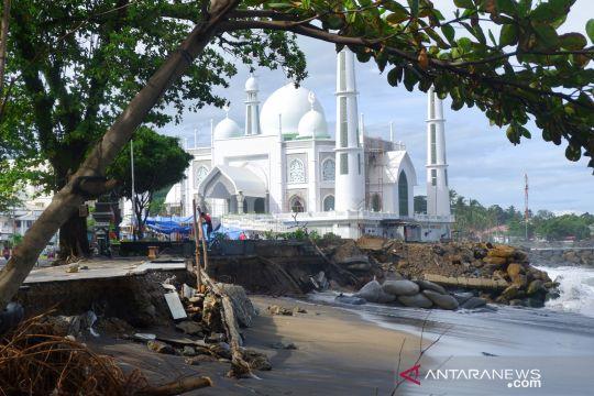 Abrasi di Pantai Padang