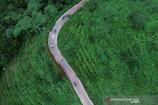 Menikmati pemandangan jalur sepeda di kawasan pedesaan China