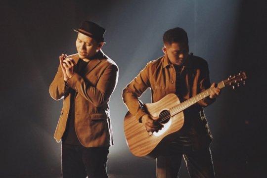 "Ade Govinda dan Fadly Padi rilis lagu ""Tanpa Batas Waktu"""