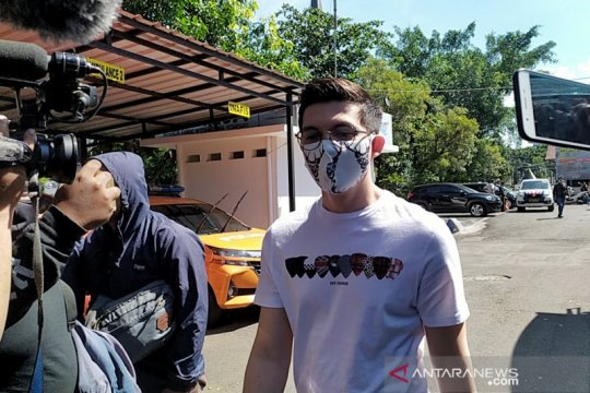 Polrestabes Bandung periksa Irwansyah soal laporan Medina Zein