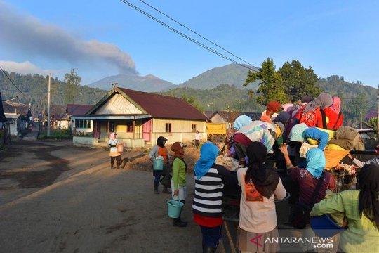 Gunung Raung di Jember bergemuruh, BPBD imbau warga tak panik