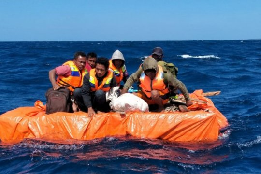 Enam ABK kapal tenggelam asal Bima ditemukan selamat