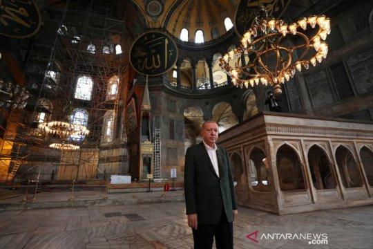Erdogan mengangkat keranda jenazah muazin masjid Istanbul? Ini faktanya