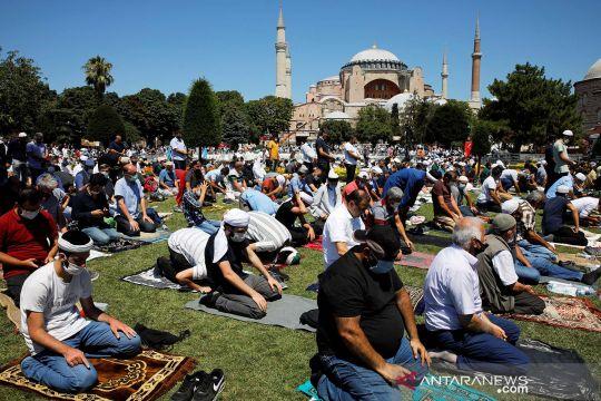 Suasana shalat Jumat perdana di Hagia Sophia