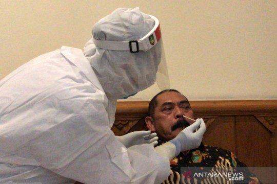 Pejabat Pemkot Surakarta ikuti tes usap