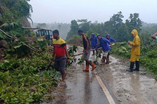 Trans Weda-Lelilef di Halmahera sempat tertutup akibat longsor
