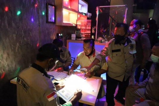 Satpol PP: 95 persen warga Surabaya taat memakai masker