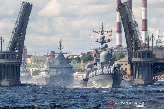 Parade hari angkatan laut Rusia