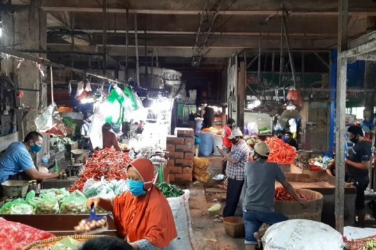 Pasar induk sayur di Keputran Utara Surabaya dibuka kembali