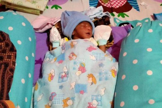 Warga Ternate Selayan temukan bayi lelaki dalam kardus