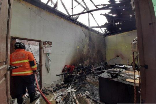 Kebakaran di SMAN 3 Tanjungpinang hanguskan 40 unit laptop