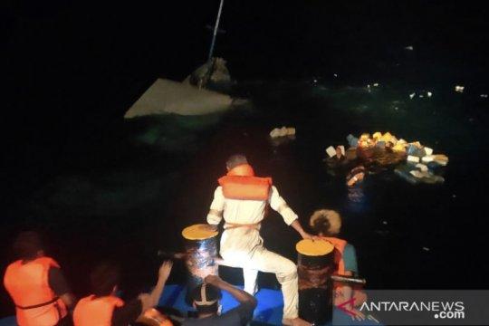 Kapal KLM Bukit Rahmat tenggelam, 30 penumpang selamat