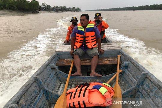 Kapal nelayan karam di perairan Rohil Riau, lima orang selamat