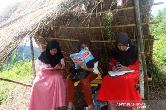 Pemkab Sikka terapkan belajar dari rumah menggunakan radio