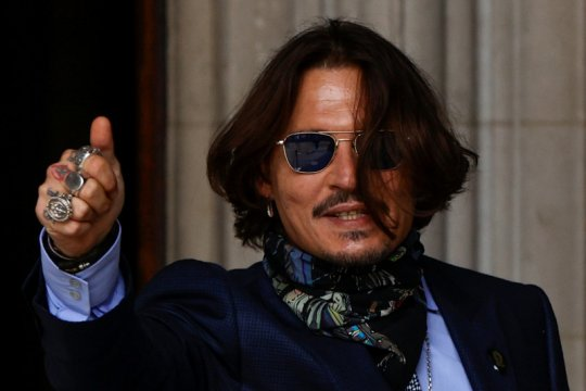 "Johnny Depp mundur dari seri ""Fantastic Beasts"""