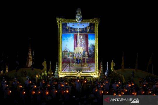 Perayaan ulang tahun ke-68 Raja Thailand