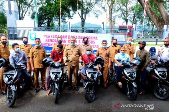 Disabilitas di Sabang terima bantuan sepeda motor khusus