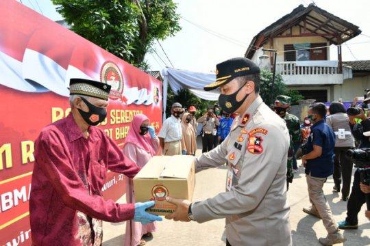 Polri salurkan 800 paket sembako untuk purnawirawan-warakawuri TNI AU