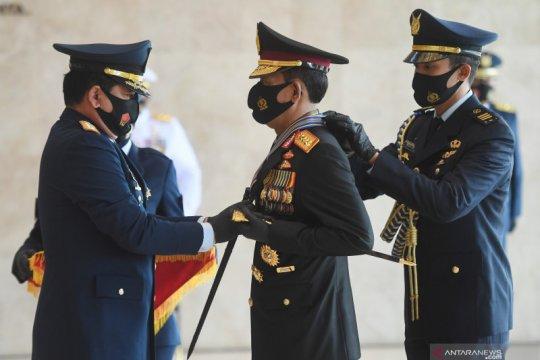 Panglima TNI anugerahi Kapolri 3 Bintang Utama Darat, Udara dan Laut