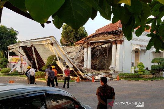 Sebelum ambruk, Gedung OJK Jateng sudah menunjukkan kerusakan