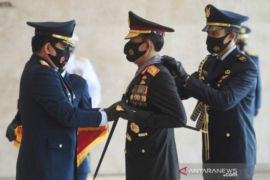 Panglima TNI berikan tanda kehormatan kepada Kapolri