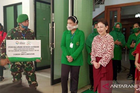 Perusahaan distribusi beri bantuan sapi kurban kepada Mabes TNI