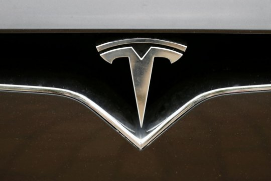 Panasonic ingin tingkatkan kapasitas baterai Tesla hingga 20 persen