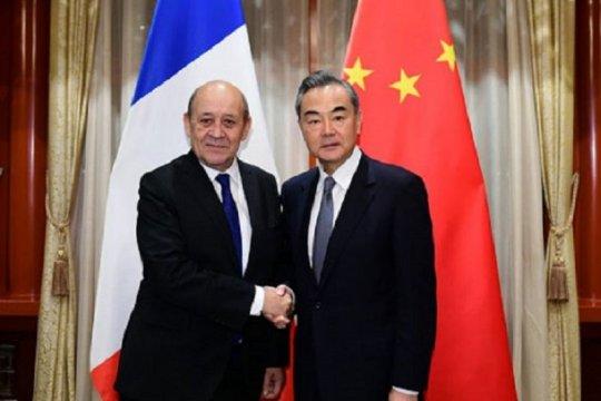 Menlu Prancis Le Drian terbukti negatif usai kontak dengan kasus COVID