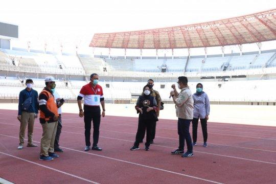 Lampu standar FIFA dipasang di Stadion GBT Surabaya