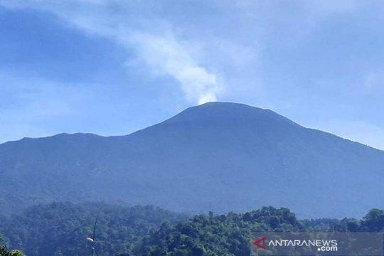 PVMBG ingatkan Gunung Slamet masih berstatus waspada