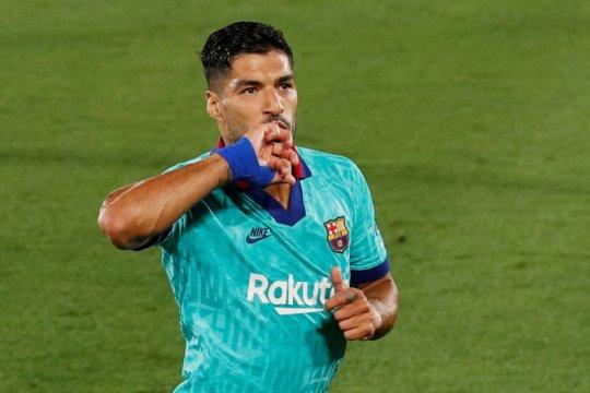 Luis Suarez menangis saat pamitan dari Barcelona