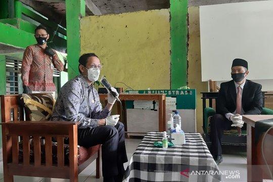 Sepekan, kegiatan Menteri Nadiem hingga Ajip Rosidi meninggal