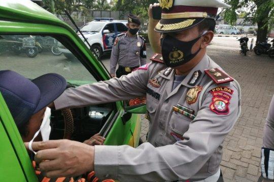 Pengendara tak gunakan masker dapat tilang teguran di Kalideres