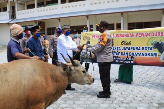 Pesantren dan panti asuhan di Jayapura disumbang hewan kurban