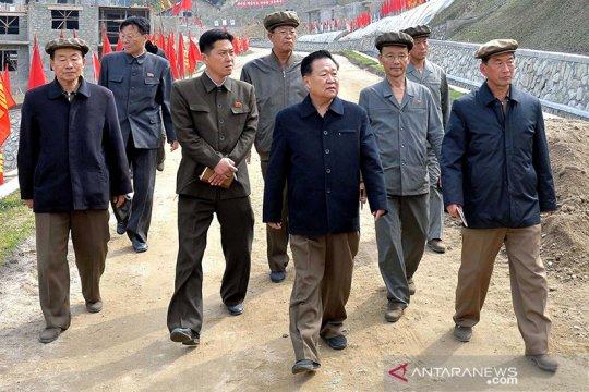 Kepala negara nominal Korea Utara kunjungi perbatasan di tengah wabah